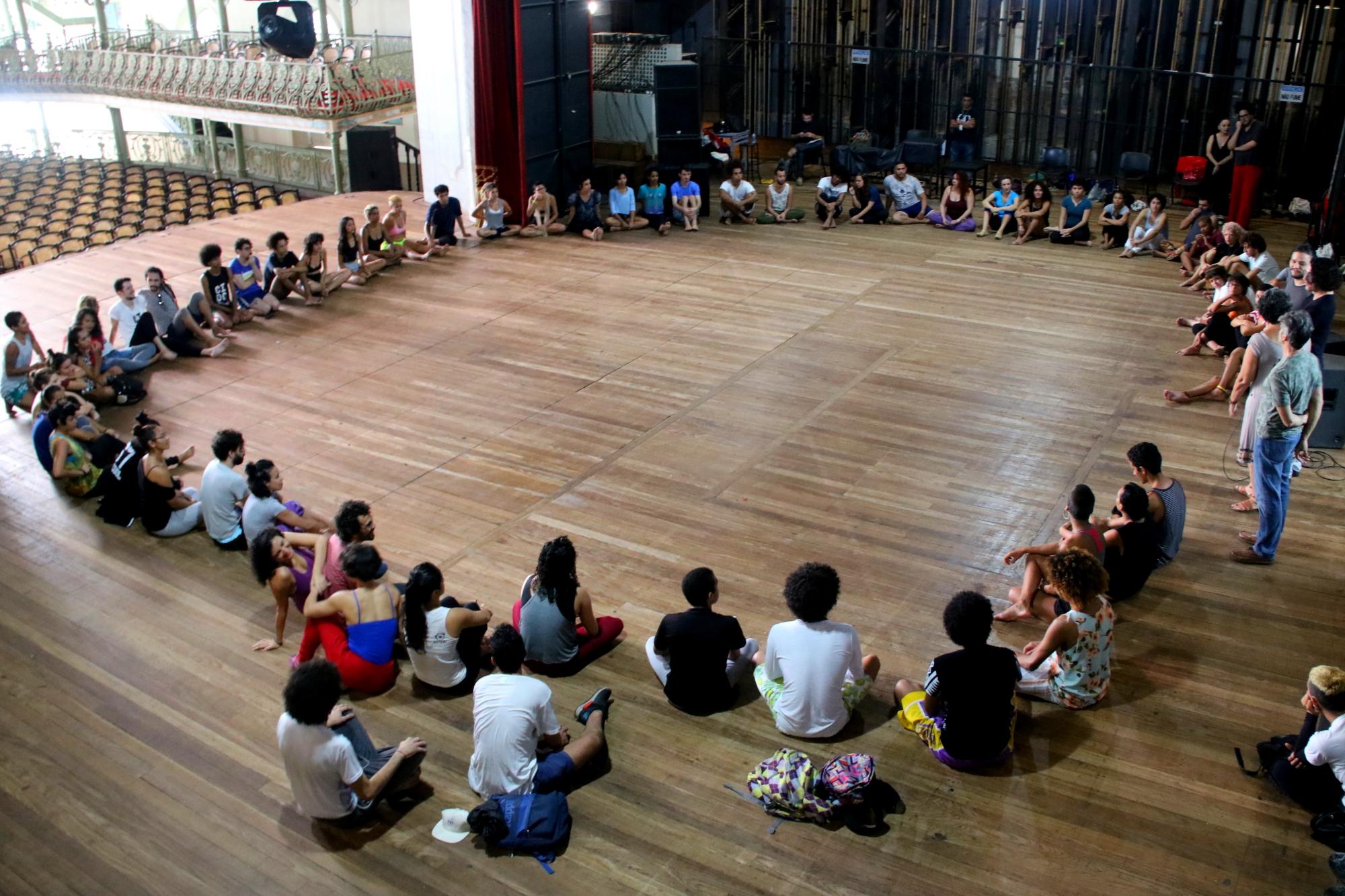 Curso de Iniciação em Dança Contemporânea (CDIC) realiza aula inaugural da 3ª turma